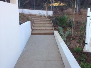 Construction d'escalier de jardin en bois