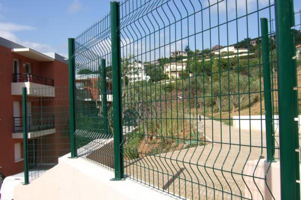 Installer une clôture jardin - Ecran bois