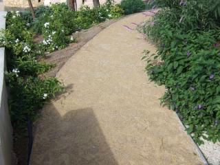 Chemin en sable stabilisé