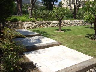 Réalisation d'escalier en pierre large