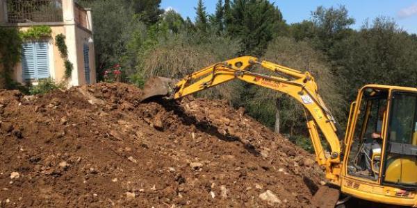 Travaux de terrassement mécanique jardin dans les Alpes-Maritimes et le Var