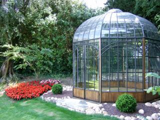 Gloriette / Kiosque dans jardin