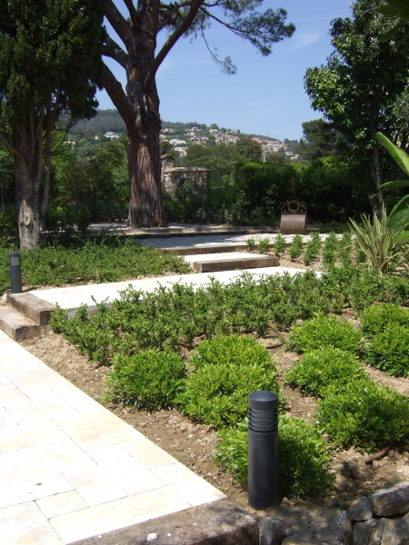 Eclairage jardin paysagiste cannes 06 antibes th oule for Eclairage jardin