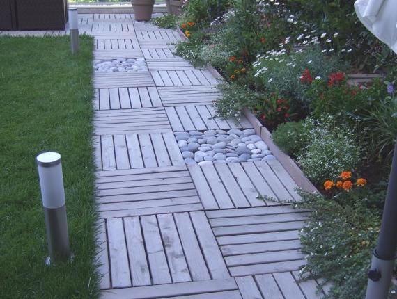 Caillebotis en bois allée de jardin et pelouse - Alpes Maritimes Cannes Mandelieu - Var Sainte Maxime - Exo Jardins